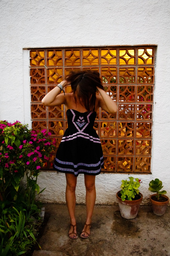 robe noire Asos motifs aztèques