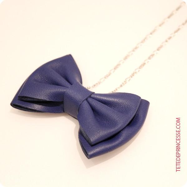 bijoux collier nœud cuir bleu