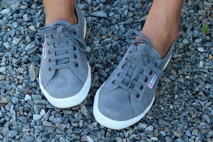 baskets sneakers grises Superga