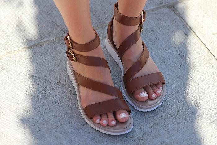 sandales cuir marron Balsamik