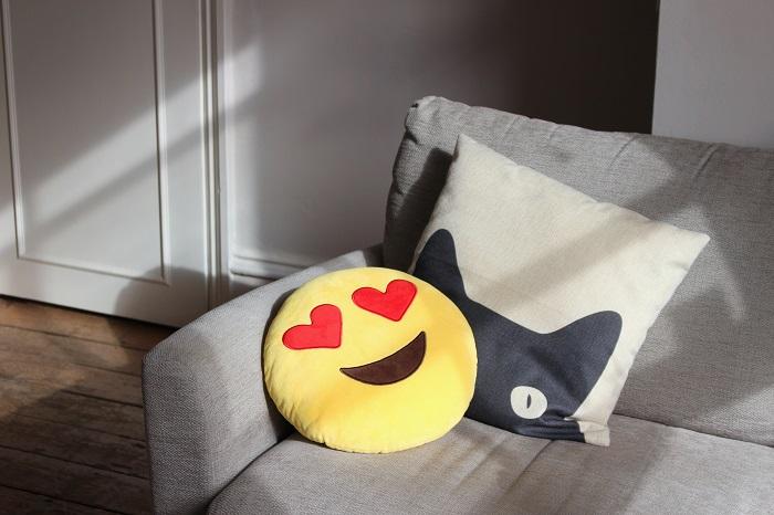 coussin emoji amoureux décoration